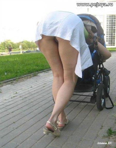 Видео попки под юбками
